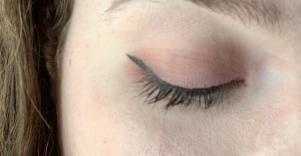 eye liner benefit